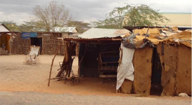 穷人们居住的简易木棚